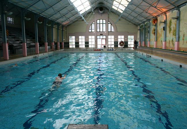 Bathe at long street baths Bowling swimming pool opening times