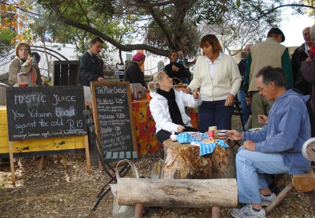 Montagu village market for Bureau antonym