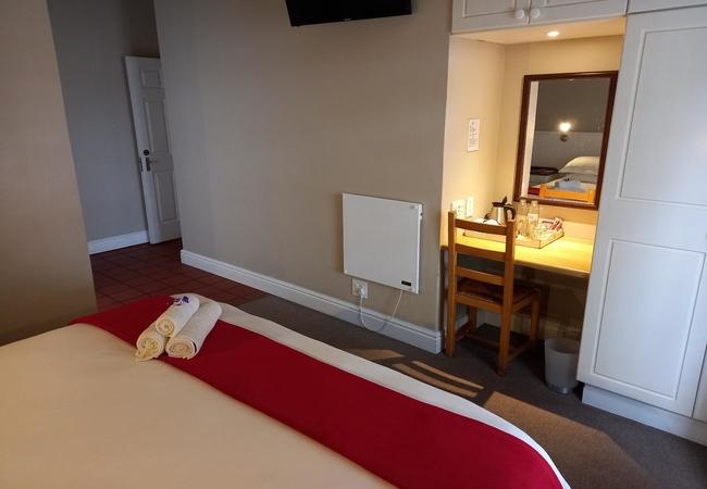 King / Twin en-suite with Bath