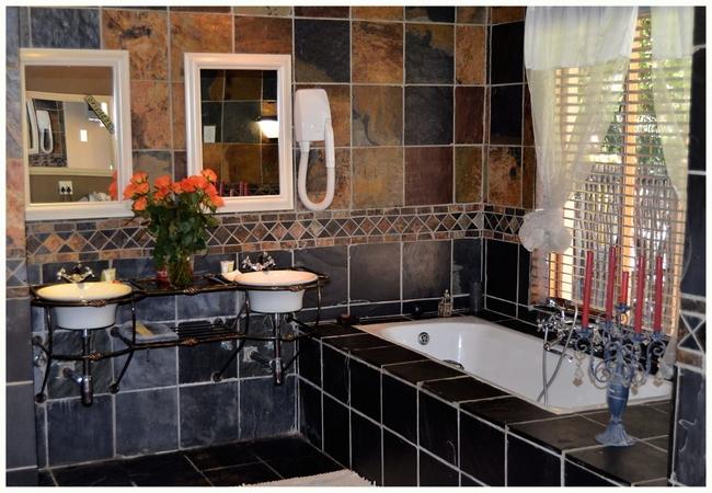 Honeymoon Suite - Roman Room