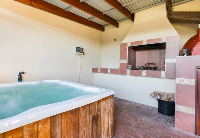 BBQ Room with Jacuzzi