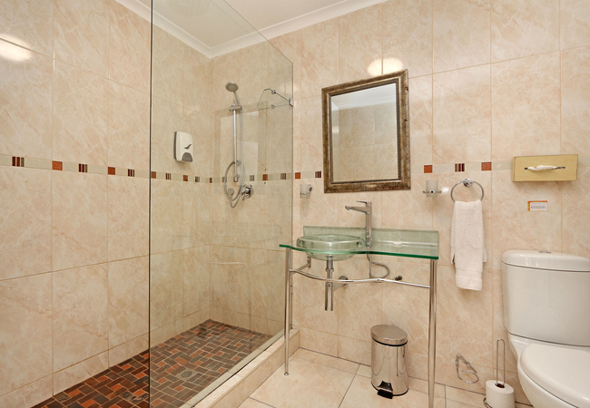 Double en-suite bathroom