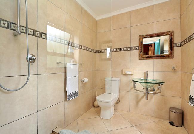 Twin en-suite bathroom