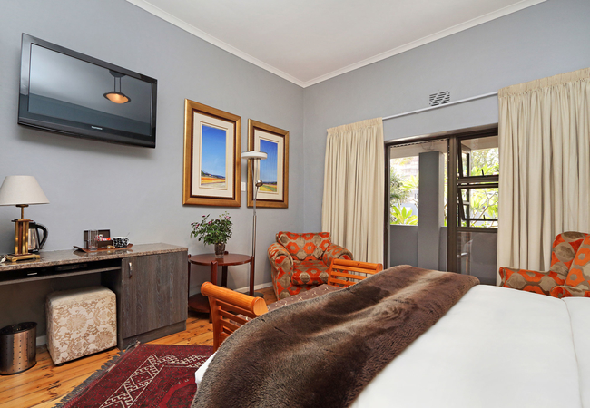 Family en-suite bedroom