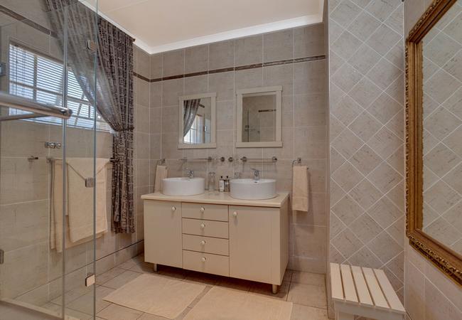 Morello\'s bathroom