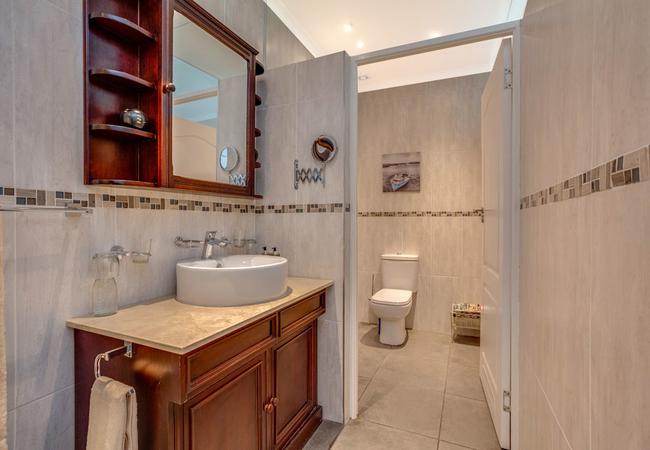 Cherry\'s bathroom