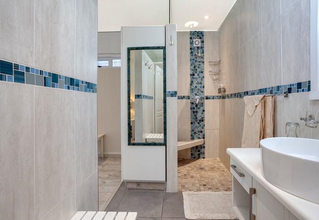 Maraschino\'s shower