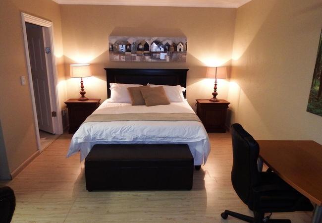 Room 6 Self-catering Queen Room