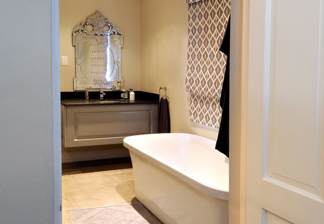 Downstairs Luxury Room with Bath