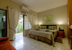 Luxury King / Twin Bed Room 3