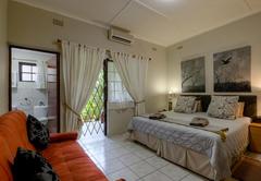 Luxury King / Twin Bed Room 4