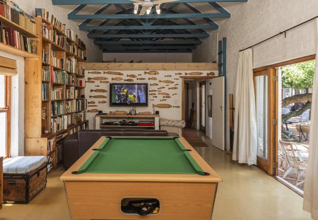 Pool room / TV area