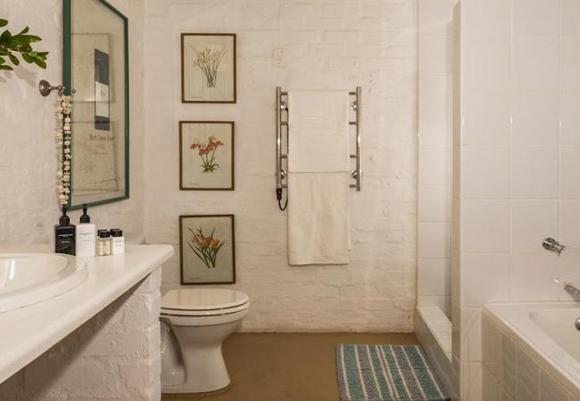 Bathroom (main bedroom)