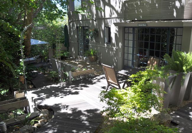 Garden in front of garden rooms