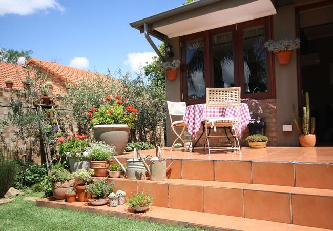 Guesthouse breakfast patio