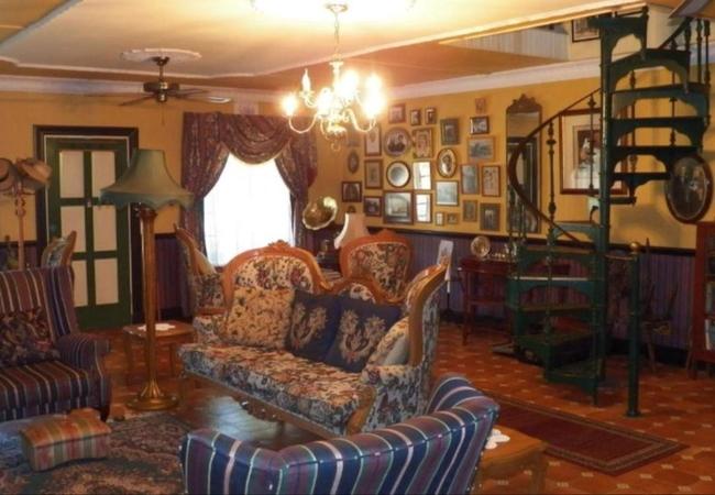 Unique lounge decor