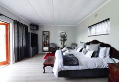 King Protea Guestroom