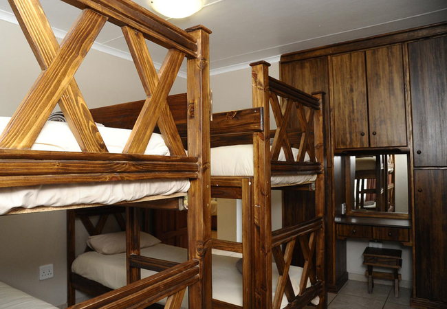 8 Sleeper Cottage (1 double 3 bunk beds)