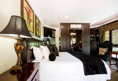 Room 7 - Executive Suite