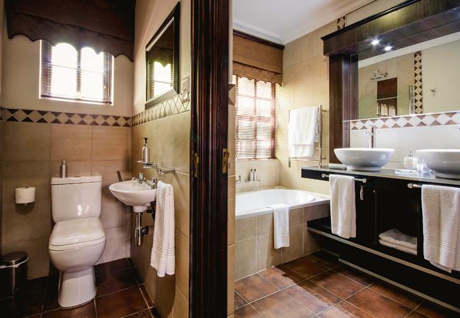 Room 5 - De Lux Family Suite