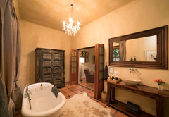 Superior Rooms - Winelands bathroom