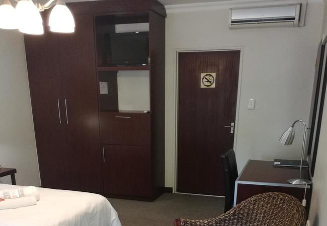 Room 8: Twin Room