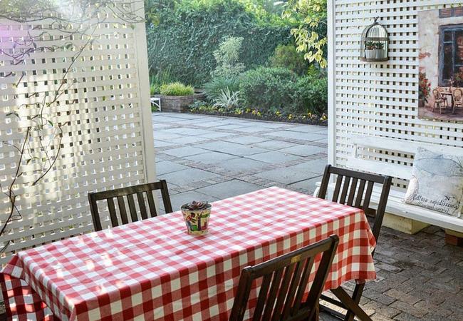 Oak Suite covered patio