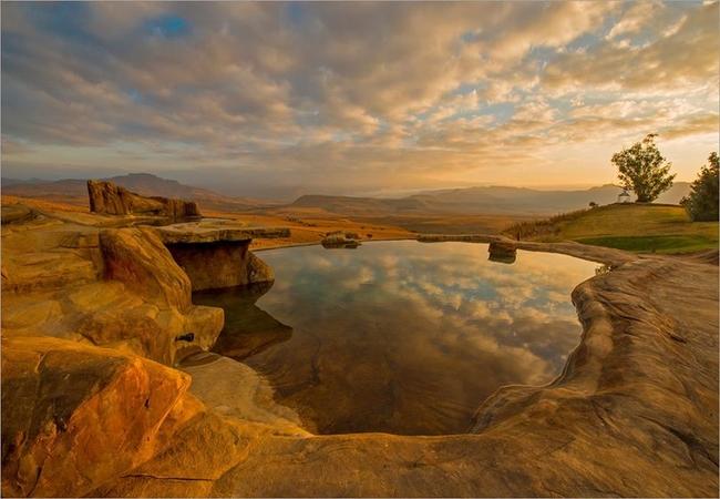 Rim flow Rock pool