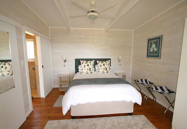 One-Bedroom Cottage (Sleeps 2 Adults and 2 Kids)