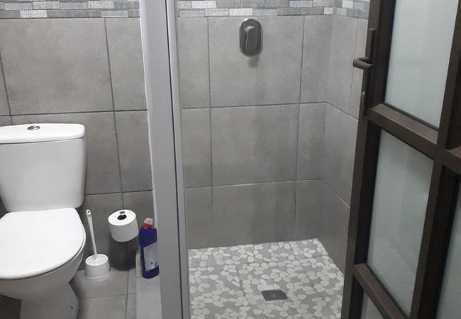 Pool View 1 bathroom