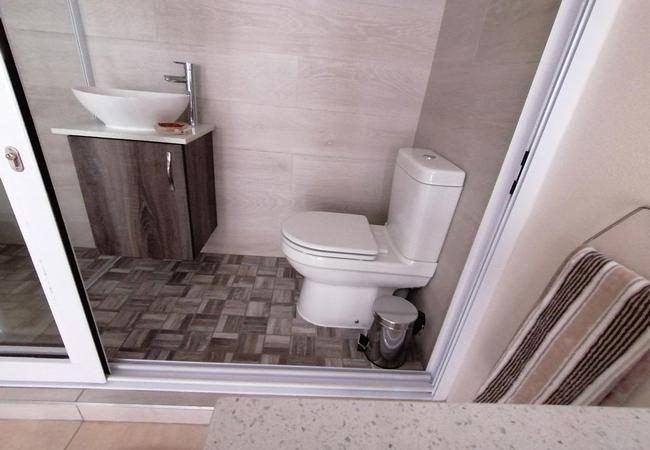 Sea View 4 bathroom shower
