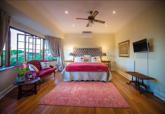 Deluxe Manor House Suites