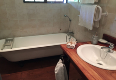 Orchard Suite bathroom
