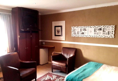 Room 3 King Suite Delux