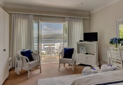 Luxe Lagoon and Sea-Facing Queen Room