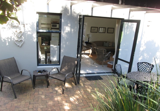 Private patio with Kettle
