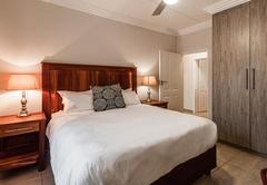 Camelot Guest House & Apartments