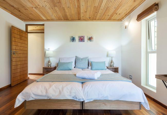 room4, 2 single beds