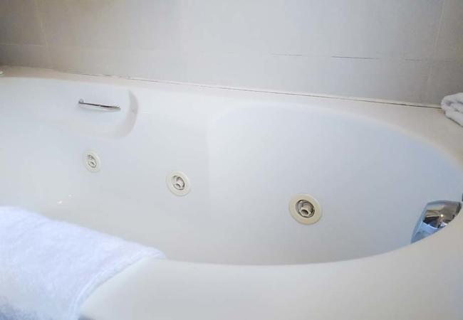View Room\'s Bathroom