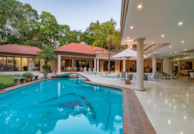 Pool / patio