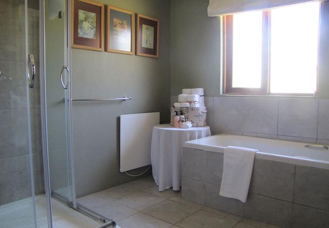 Wildeals apartment bathroom
