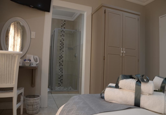 Standard Double Room (Shower)