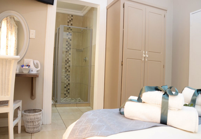 Classic Double Room (Shower)
