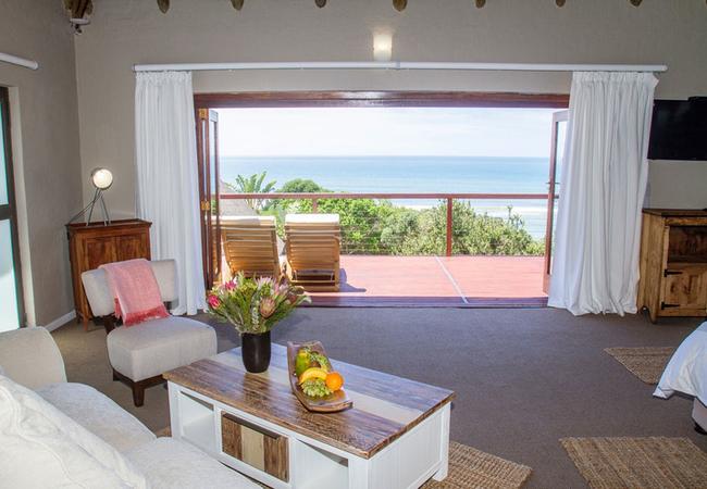 Honeymoon Room (front row sea view)