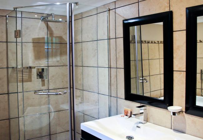 Luxury Lakeside Rooms