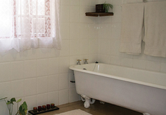 Room 4 with full bathroom