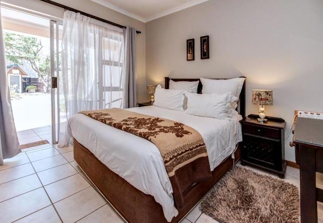 Lodge Queen Room 1