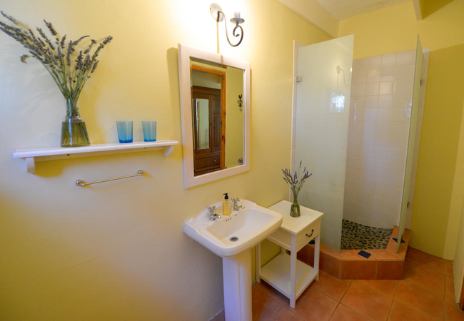 Twin / Double Room with Shower