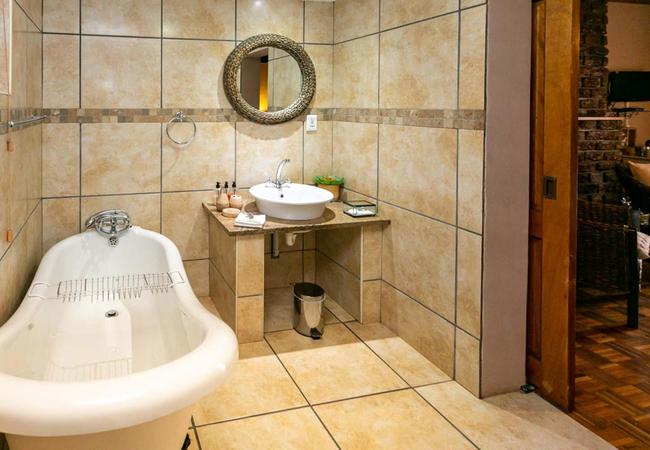 Room 4 Bougainvillea