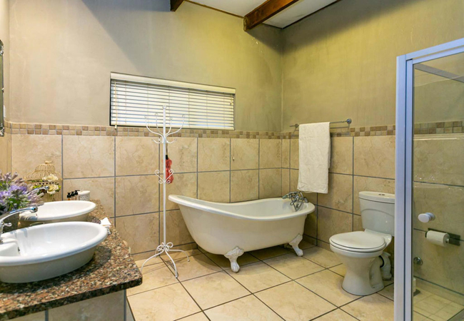 Room 1 - Clivia